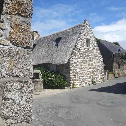 Kerascouët village de chaumières et de pierres debout à Trégunc