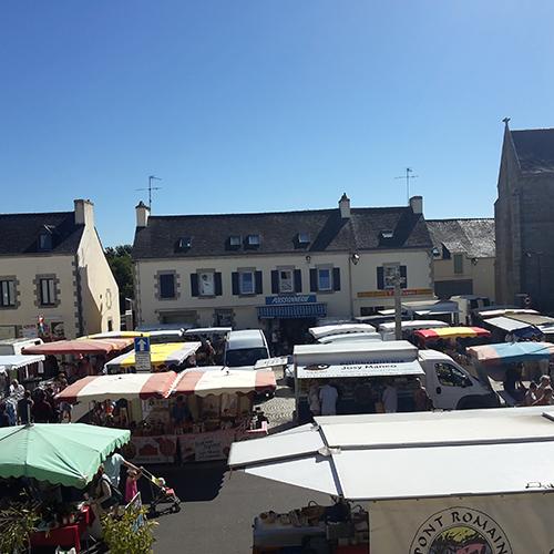 Vue d'un marché pour faire ses courses près du camping le Suroît en Finistère