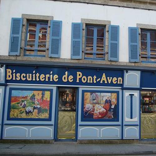 La façade peinte de la célèbre biscuiterie de Pont Aven