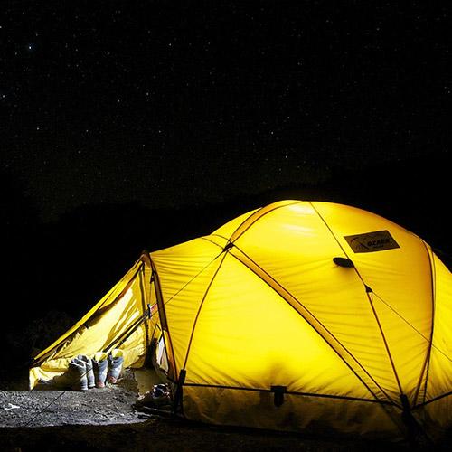 Le camping Le Suroit loue tente igloo et lits de camp pour les randonneurs de passage - Finistère