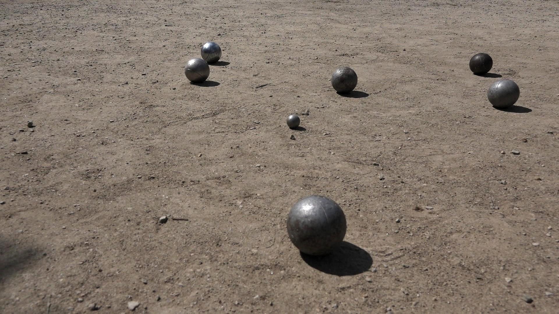 Un espace dédié aux amateurs de pétanque dans le camping Le Suroît à Trégunc