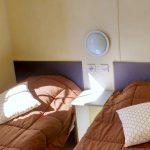 Deux lits simples dans la 2e chambre du mobil home classique